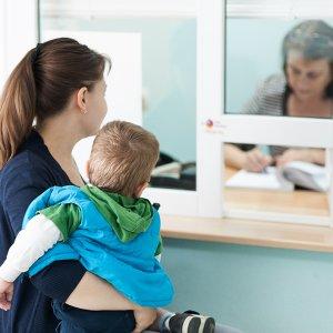 Как мать получит пенсию если ребенок инвалит