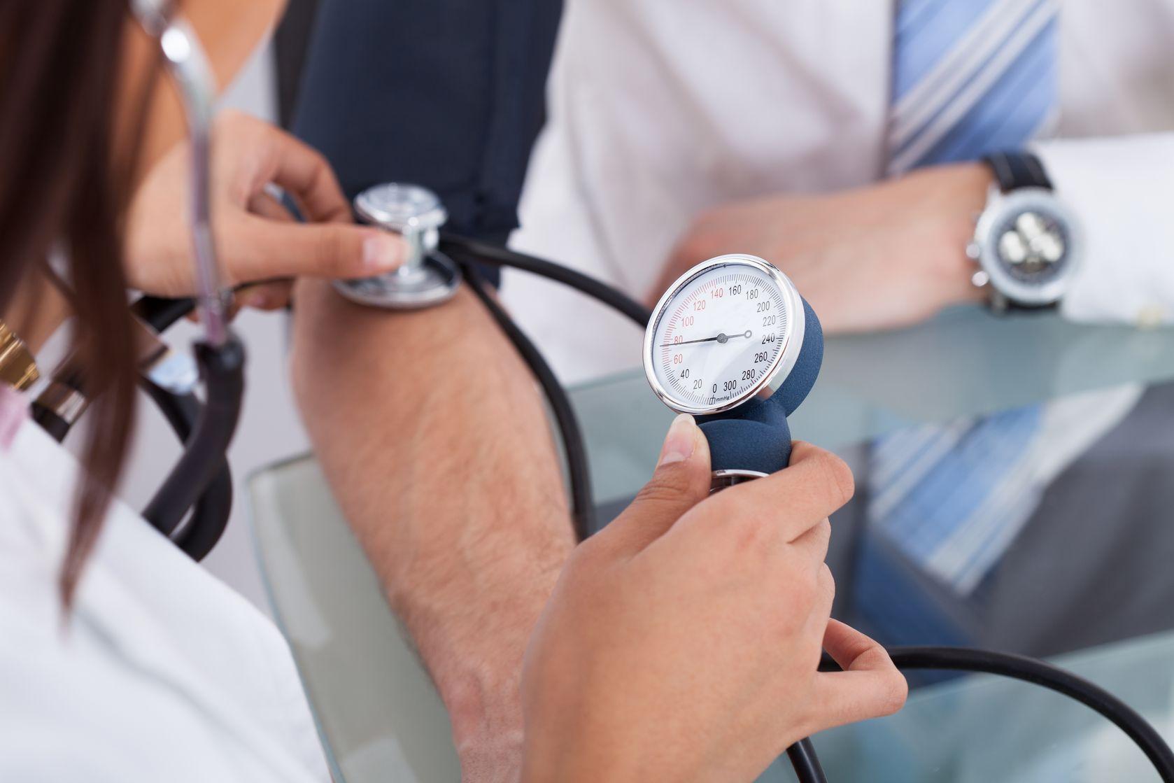 Больничный лист при давлении и гипертонии: дают ли, при ...