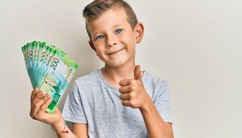 Заявление на выплату школьникам. Когда можно подавать, какие документы нужны и когда будет выплата в 2021 году?
