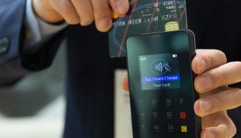 Новое правило с 1 мая касается всех держателей банковских карт