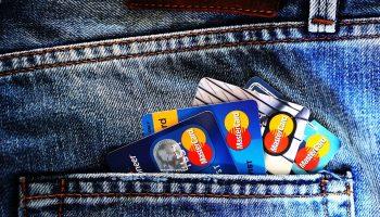 Можно ли спрятать деньги на счетах от судебных приставов