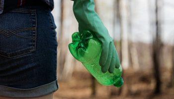 Госдума хочет запретить использование пластиковых трубочек и ватных палочек