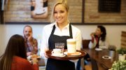 Готовы платить огромные деньги: рестораны и гостиницы активно ищут персонал