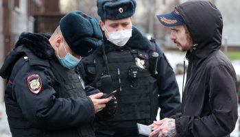 Новая угроза: перчатки, маски, штрафы возвращаются, в Москве сообщили о жестких мерах