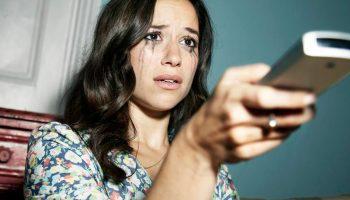 «У них нет ничего святого!»: мошенники воруют у женщин последние деньги