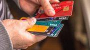 Доля просроченных долгов по кредитным картам россиян выросла до 8,4%