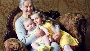 Пенсионеры могут оформить себе выплату за внуков
