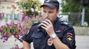 В дверь звонит полицейский: нужно ли его пускать и как узнать, что он настоящий